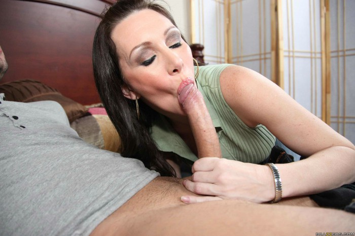 Rayveness Sucking A Cock
